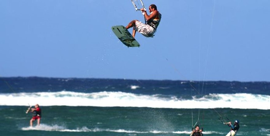 Come kite-surfing  in the warm waters of Mauritius!